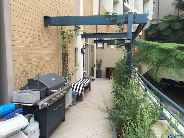 Super-Convenient CBD Loft Apartment – All Yours!!! - Edgecliff - Leilighet