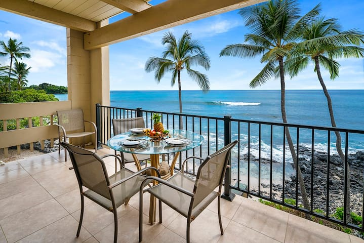 Stunning Oceanfront: 3 bedroom/2 bath. Discounts!