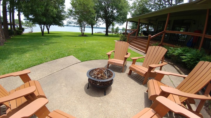 Lakehouse Retreat with Open Water & Amazing Views