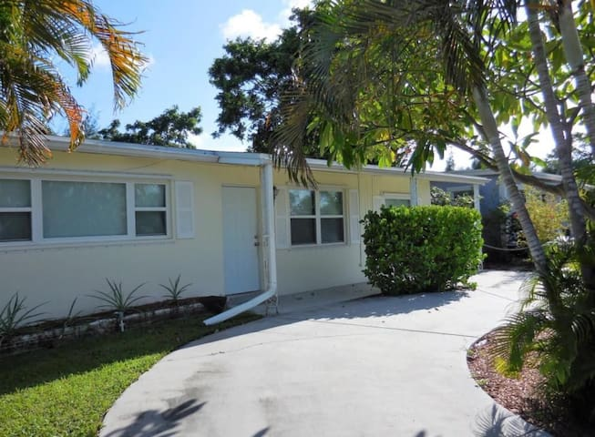 Tropical Oasis Minutes from the Beach-No Extra Fee