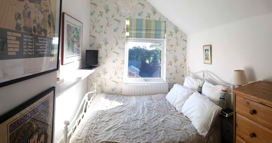 Lovely Little Comfy Double Room - Finedon - บ้าน