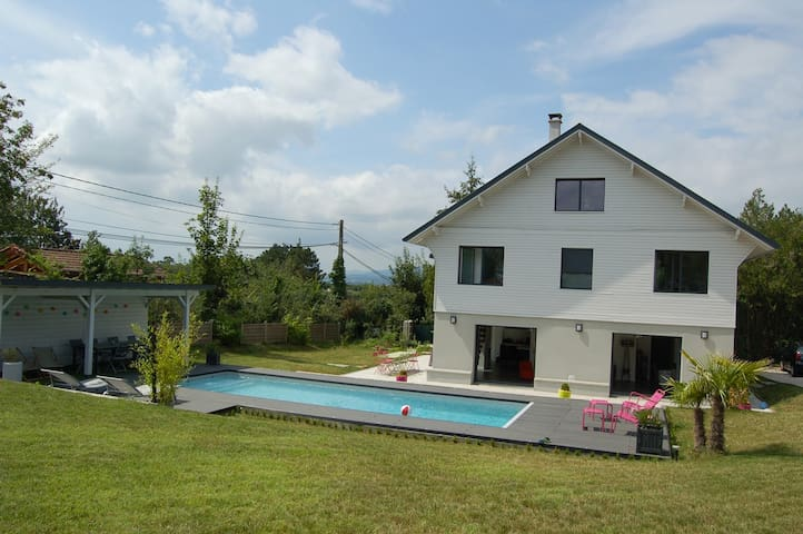 Large family home (with pool) - Saint-Genis-Laval