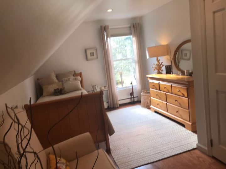 Beautiful Wading River Room in cozy chic house