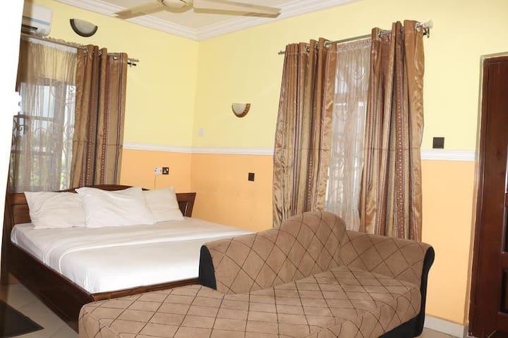 Lifeline Hotel - Deluxe Room