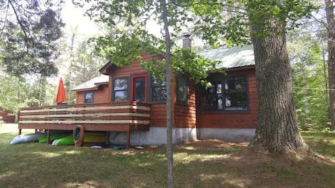Lakeside cabin, 3 minutes from downtown Hayward