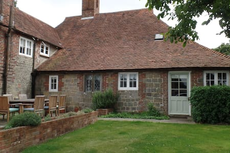 Lovely self contained farm house annexe - West Sussex