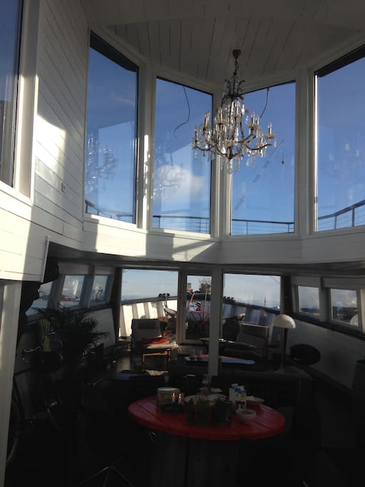 The lightship has a wonderful view to the harbour from the 2 top deck.