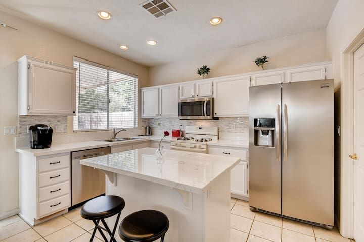Newly Renovated 4BR 2.5BA Home! 15 mins from Strip