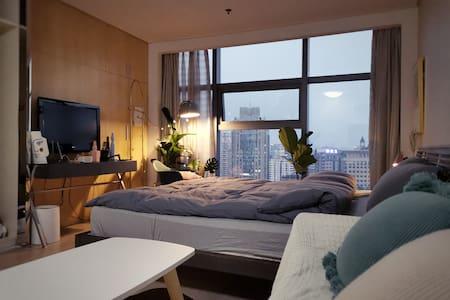【Cozy Midtown】100寸投影|市中心豪华酒店式公寓|高层全景落地窗超级城景远眺西湖