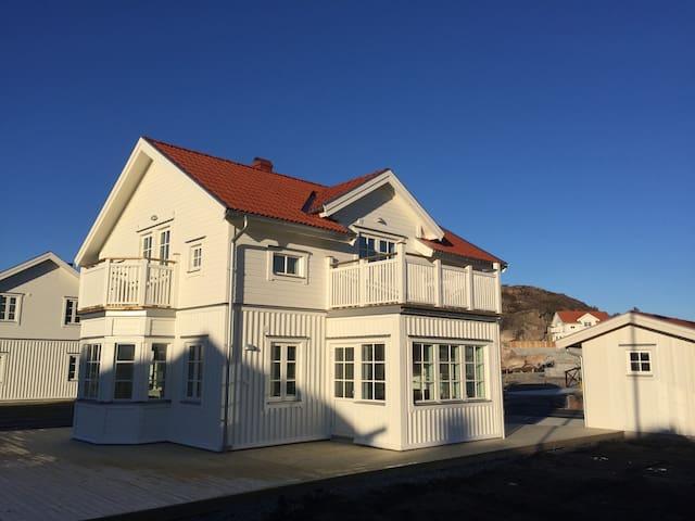 Nybyggt exklusivt hus i Hamburgsund med båtplats - Tanum V - Casa