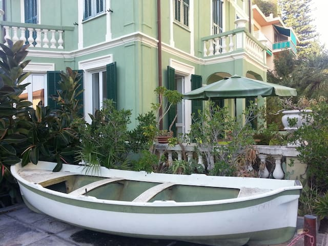 Villa Jolie - 3 blocks from beach - Bordighera