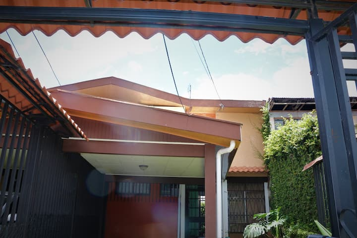 Lovely House; la paz de la familia Costarricense