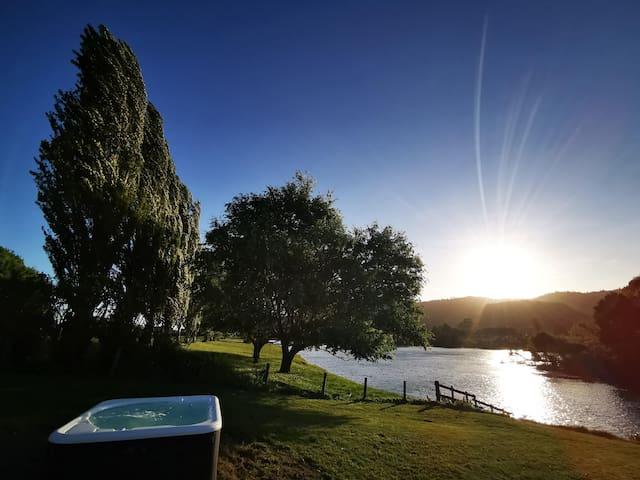 'Hakarimata Lodge' - Absolute Riverside
