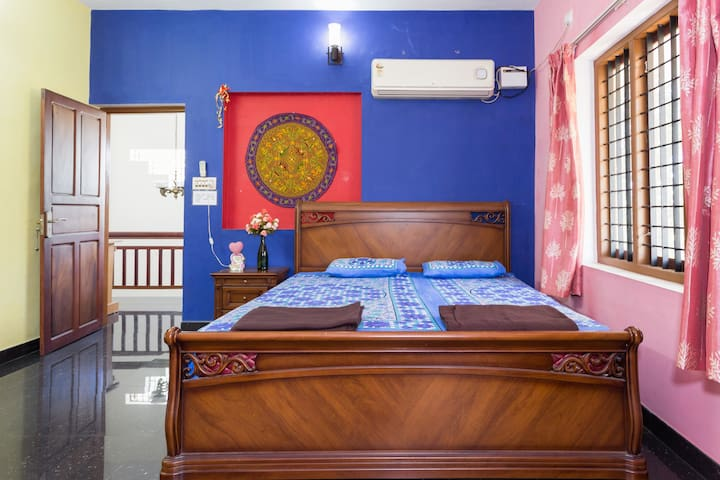 POSH HOMESTAY close to AIRPORT & CHERAI BEACH !!! - Ernakulam