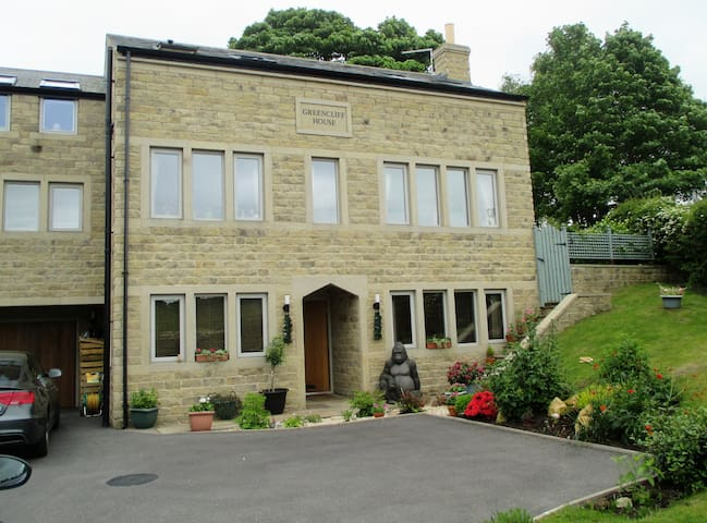 Two rooms in contemporary house in Holme Valley - Honley - Hus