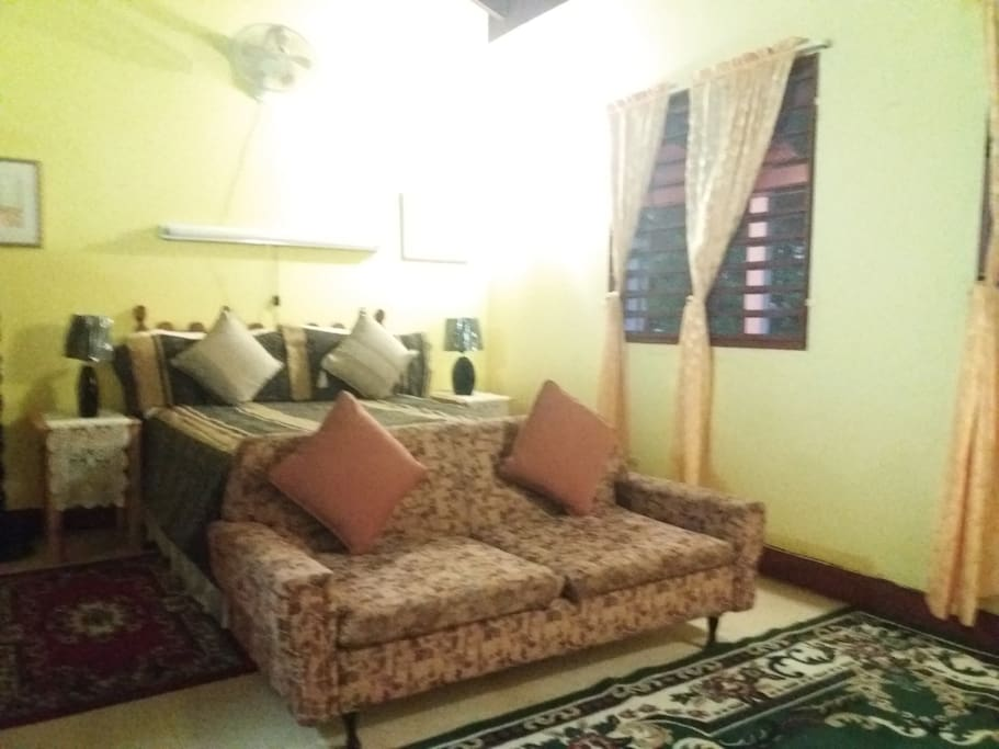 JAMAICAN GEM - Lovely Fully - furnished upstairs Guest Suite - Bedroom(270 sq.ft.) - in salubrious Red Hills, St. Andrew, Jamaica - Photograph 2