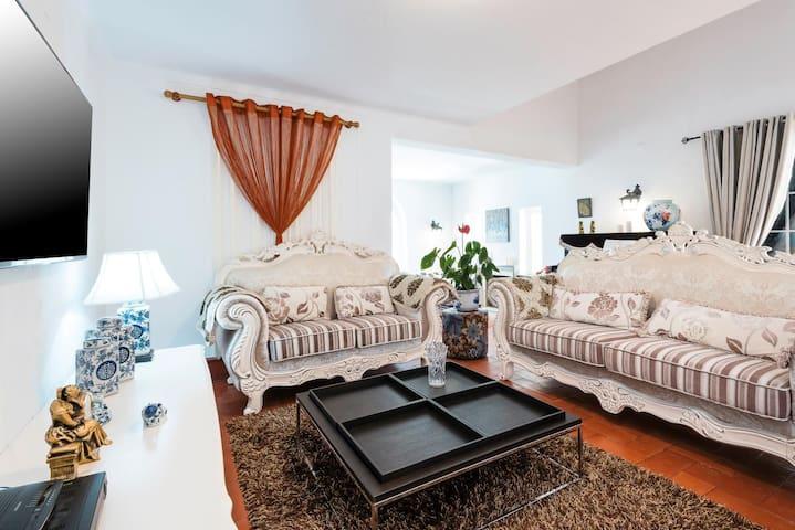 Casa Birre Family Room No.5