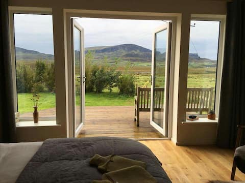 Bealach Uige Bothy Luxury Modern Self Catering