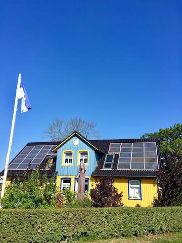 Ferienwohnung Schwanennest mit Boddenblick & Boot