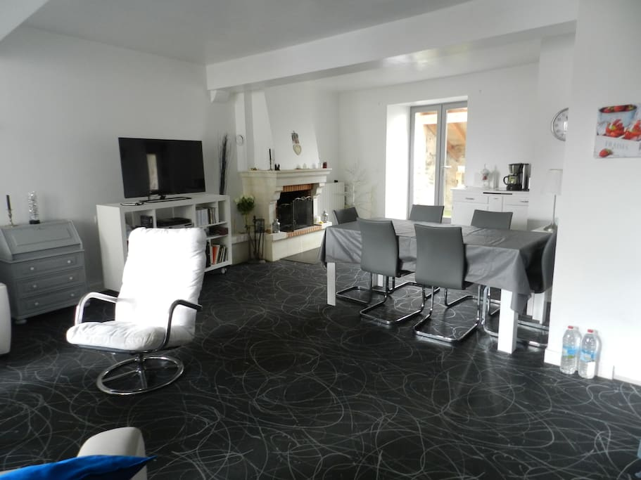 Appartement ind pendant 2 chambres maisons louer for Chambre d hote saint jean d angely