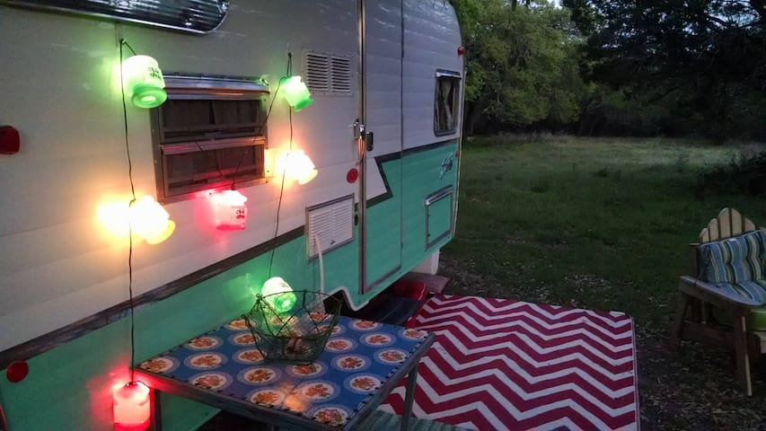 Cozy Vintage Style Camper Wimberley - Уимберли