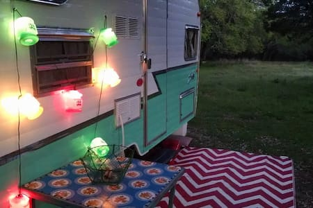 Cozy Vintage Style Camper Wimberley - Wimberley