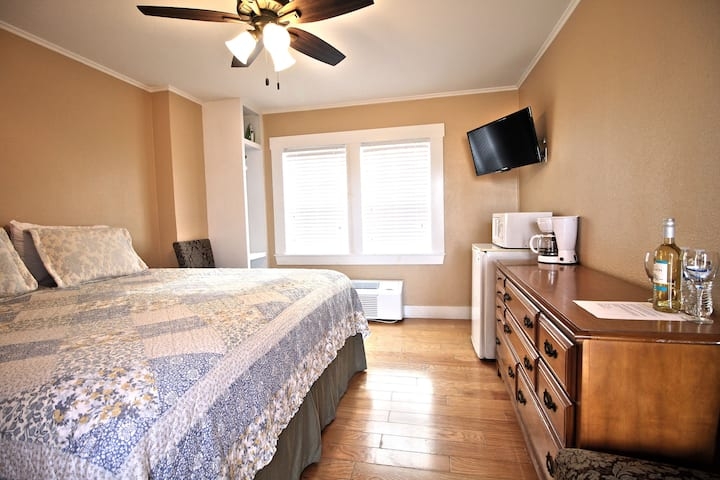 Peach Tree Inn & Suites | King Room