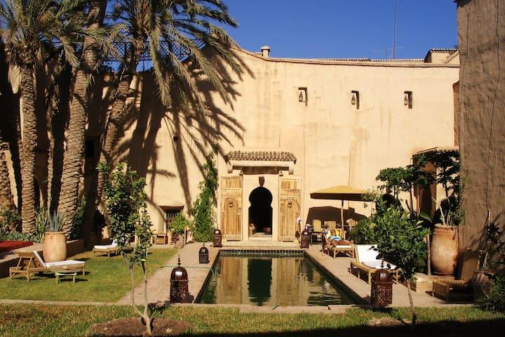 Riad traditionnel havre de paix au coeur de ville
