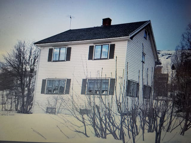 Lite hus i Oppdal sentrum