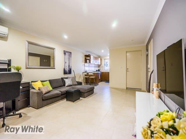 Modern House Can Accomodate 1-6 people - Balga - Casa