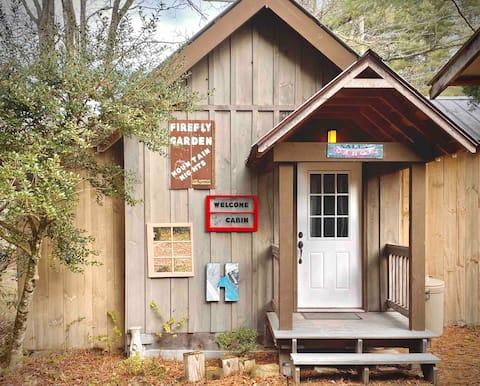 Snug Cabin by Lake Glenville