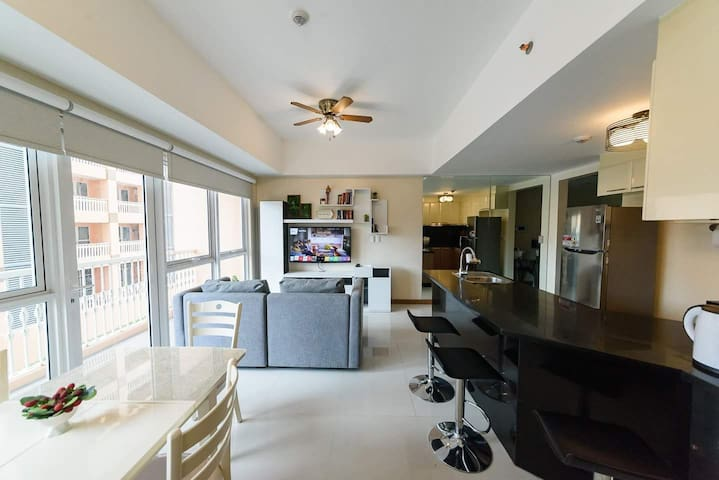 Upscale 1BR Large Balcony Pool View @ Venice Mall