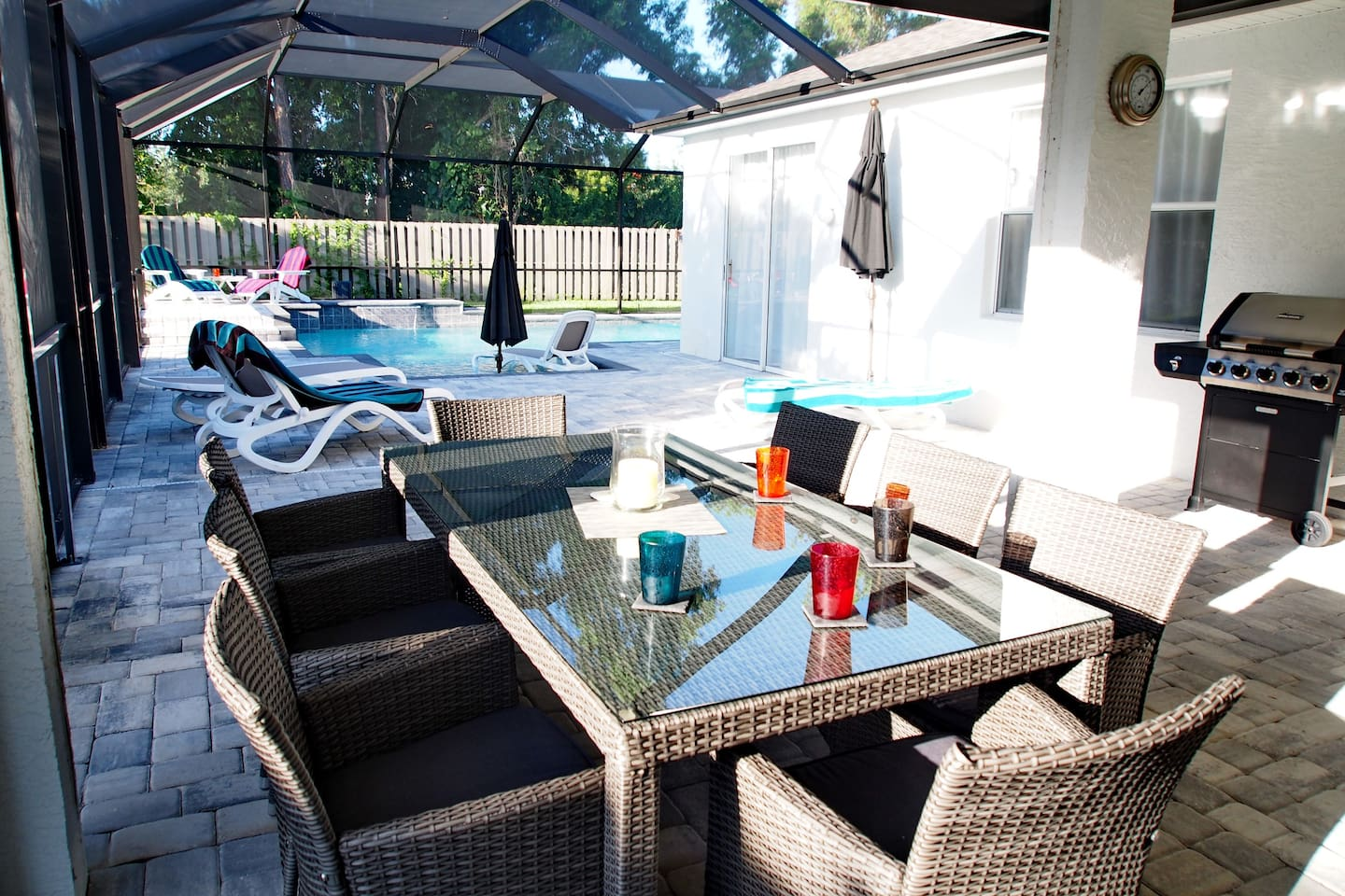 Pool with sunlounger, Dining Area and Gas Grill