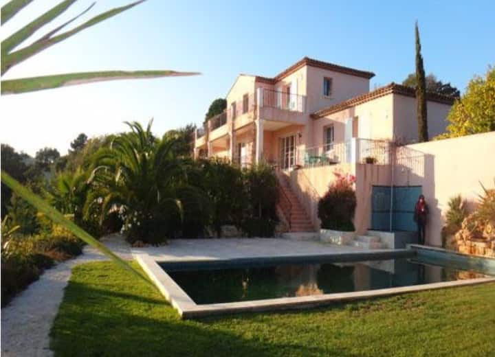 Villa with view of the bay of Saint Tropez!