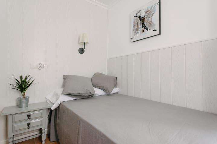 Habitación individual con baño  A/C en Sevilla