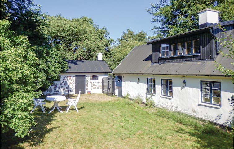 Holiday cottage with 2 bedrooms on 100m² in Borrby