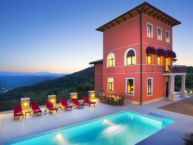 8-room villa 400 m² Angelica