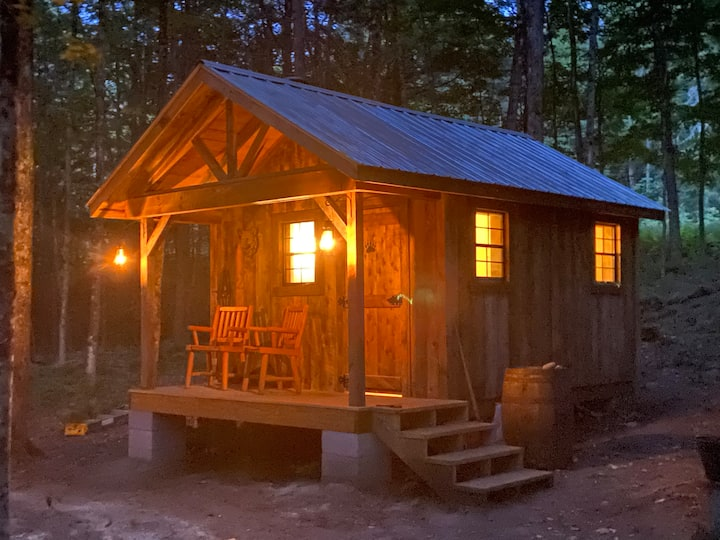 Rustic Adirondack Cabin for hunting or relaxation