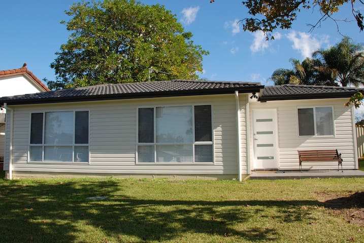 Quaint 2 br home inbetween Sydney CBD and Katoomba