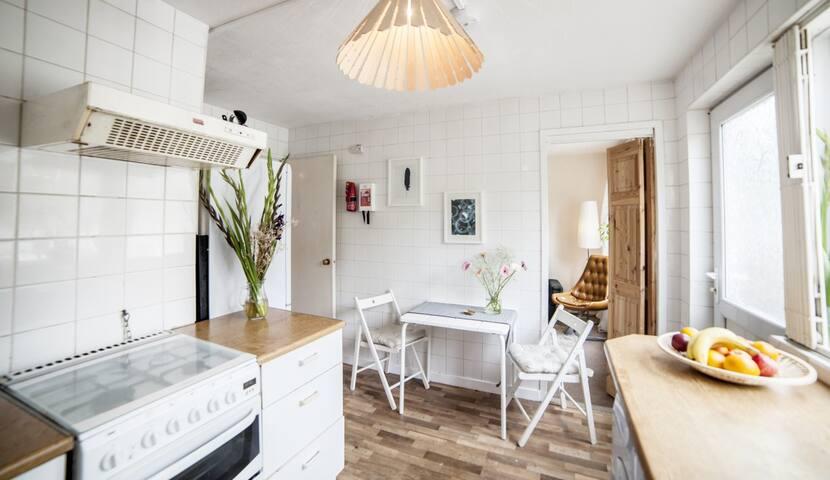 Nice bright room in East London