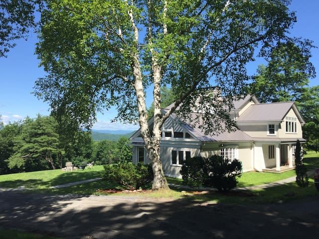 Lovely home/Beautiful views - 5 min to Middlebury!
