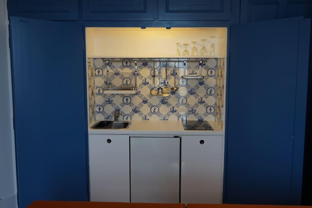 kitchenette - frigo - plaque induction- micro-onde