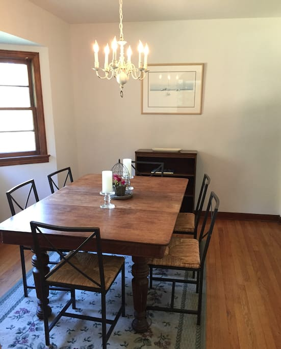 Formal dining room for 6 guests