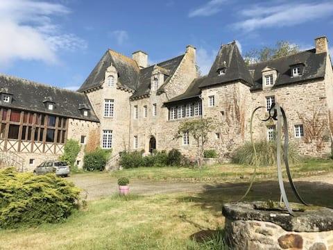 Chambre privative dans un château.
