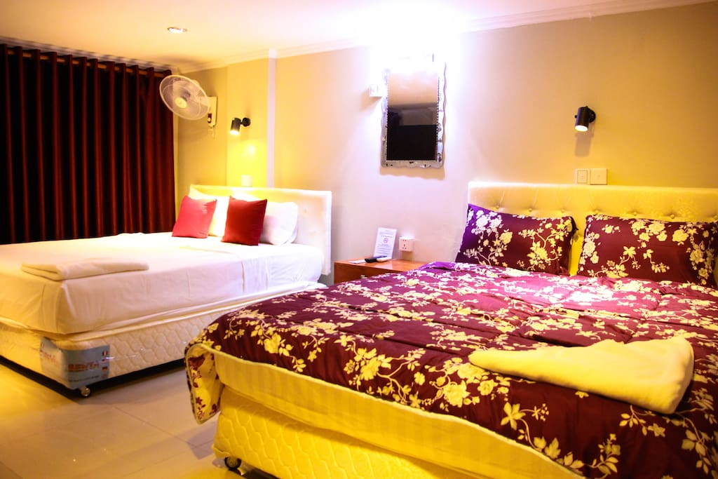 """@nd bedroom Two Queen size beds,  40"""" Flatscreen TV, large solid wood bench, Closet"""