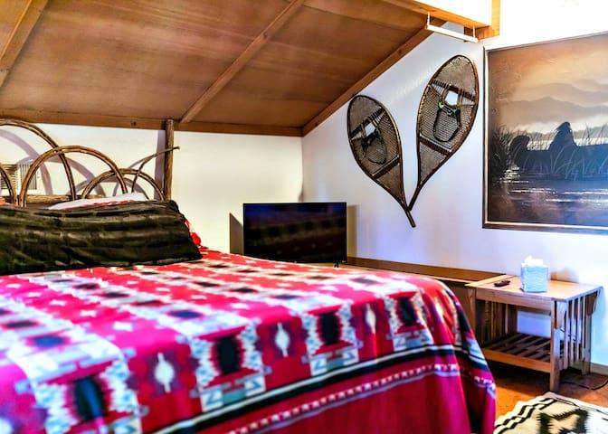 California King Bed with Memory Foam Topper & Smart TV in Loft