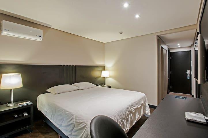 Apto em Hotel muito conforto, WiFi, café manhã SBN