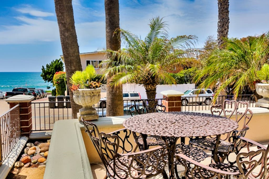 Welcome! Enjoy stunning ocean views and palm breezes from the front patio.