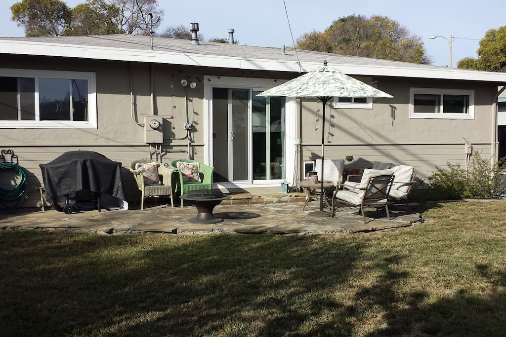 Sunny back yard, BBQ & additional seating area on side