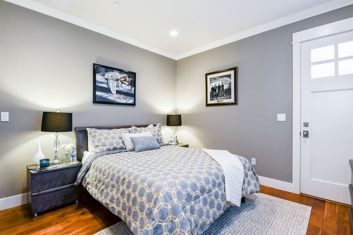 Guest room with separate entrance